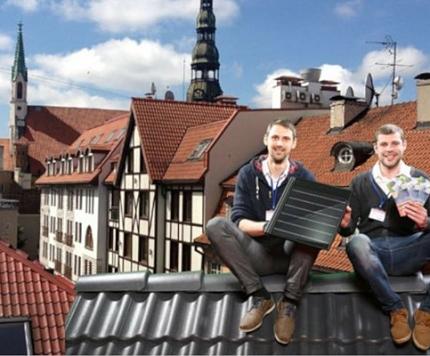 Arī igauņu viesiem patīk Rīgas jumti