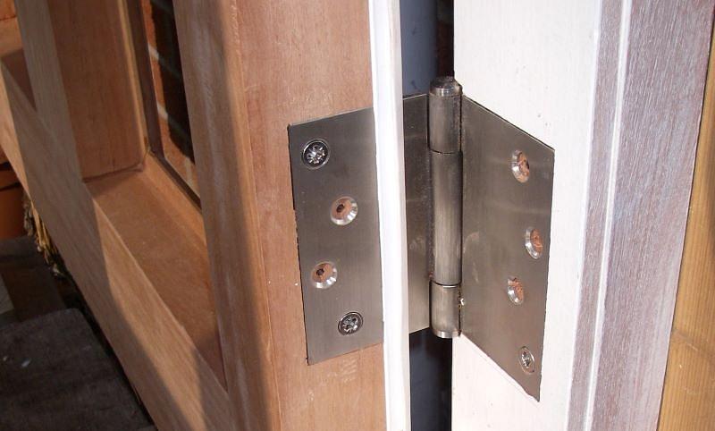 Kā salabot čīkstošas durvis?