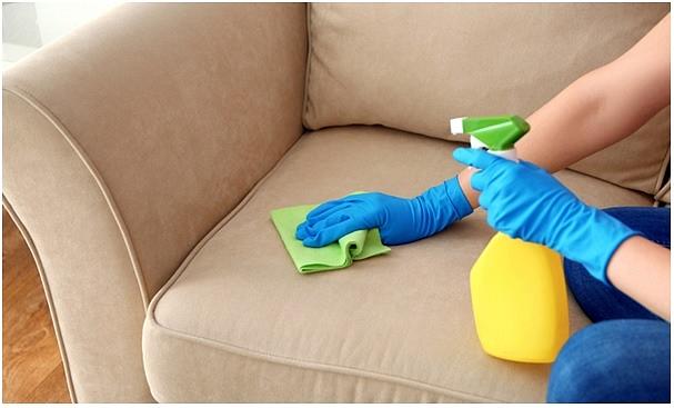 Kā tīrīt mīkstās mēbeles? Efektīvi padomi ikdienai