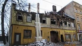 Rīgas dome uzdod īpašniekiem sakārtot graustus Matīsa ielā 54 un Pētersalas ielā 6