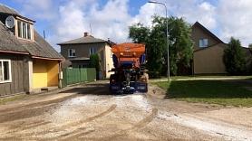 Sākusies Cēsu grants ielu virsmas divkārtu apstrāde
