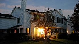 Kā apgaismot pagalmu gada tumšajā periodā?