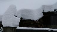Attīriet no sniega lēzenos jumtus!