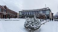 Būvvalde aicina nodrošināt ēku jumtu attīrīšanu no sniega un lāstekām